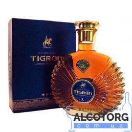 Коньяк Тігран 3 зірки в подарунковій коробці 0,5 л.