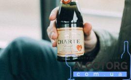 Винний напій Шарте Полуниця рожеве напівсолодке, Charte Strawberry 0,2 л.
