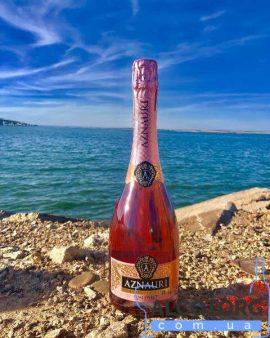 Aznauri rose 075 л. Вино игристое Азнаури розовое полусладкое