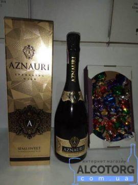 Вино Ігристе Азнаурі Напівсолодке Біле в коробці 0,75 л + Цукерки Асорті Аметист №1 0,5 Кг.
