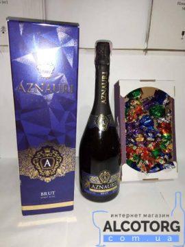 Вино Ігристе Азнаурі Брют Біле в коробці 0,75 л + Цукерки Асорті Аметист №1 0,5 Кг.